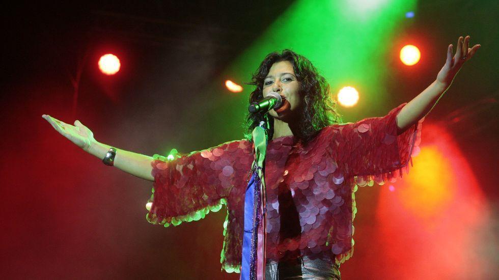 Las fotos del Filandón do Courel 2019.Lucía Pérez, durante su concierto en la explanada de la Compañía en las fiestas del año pasado