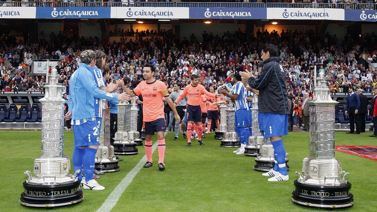 El discurso de Mauro Silva a la plantilla del Dépor.Los jugadores del juvenil deportivista, tras su triunfo sobre el Val Miñor que les valió para ser segundos y jugar la Copa