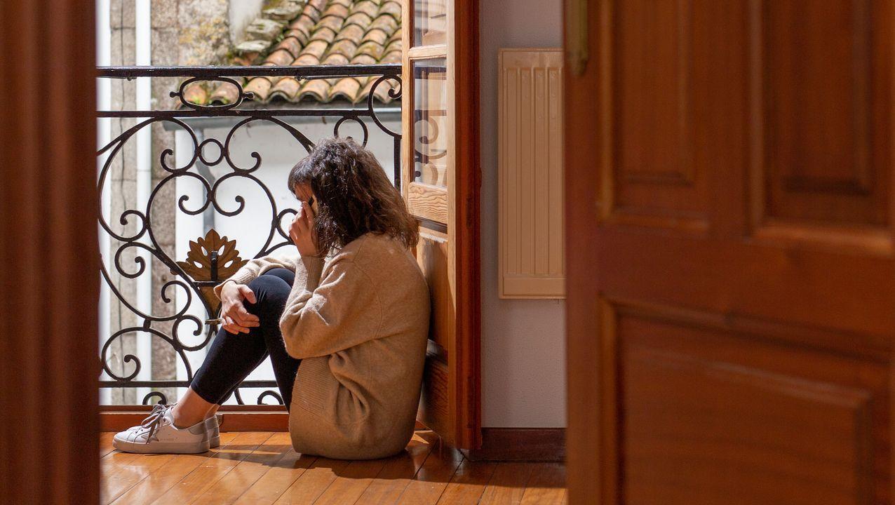 Rosa Gallego coordina al grupo de Coser na Casa, formado por 35 costureras