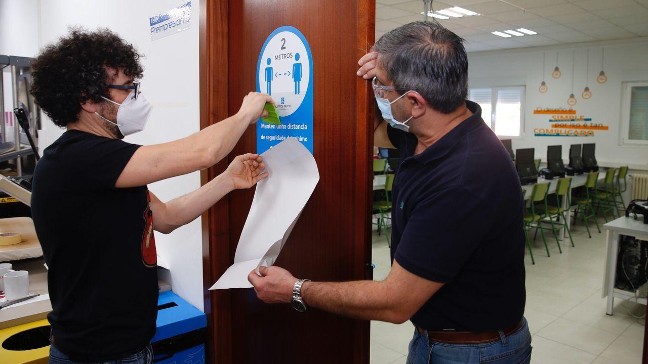 Preparación del Instituto Montecelo en Pontevedra para la vuelta de los alumnos despues de la crisis del coronavirus