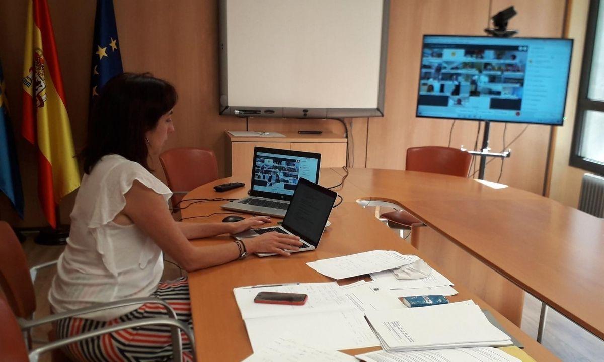 La directora general de Ordenación, Evaluación y Equidad Educativa, Paula García, participa en la Comisión General de Educación