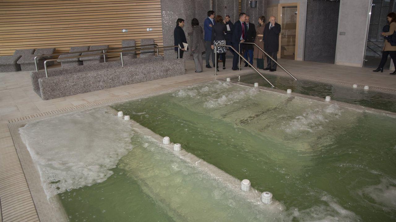 Localizada, al fin, la avería del agua de Muxía.Escolares colaborando en traballos de mantemento ao pé do Camiño de Santiago