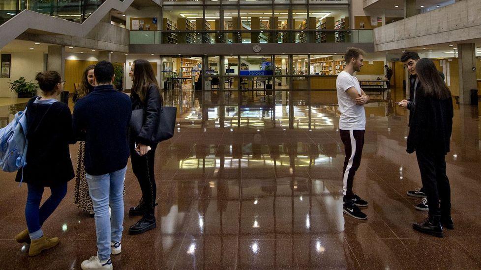Derecho de la UDC aumenta un 4% su oferta de plazas para el próximo curso; en Santiago esta carrera tendrá un 6% más de alumnos