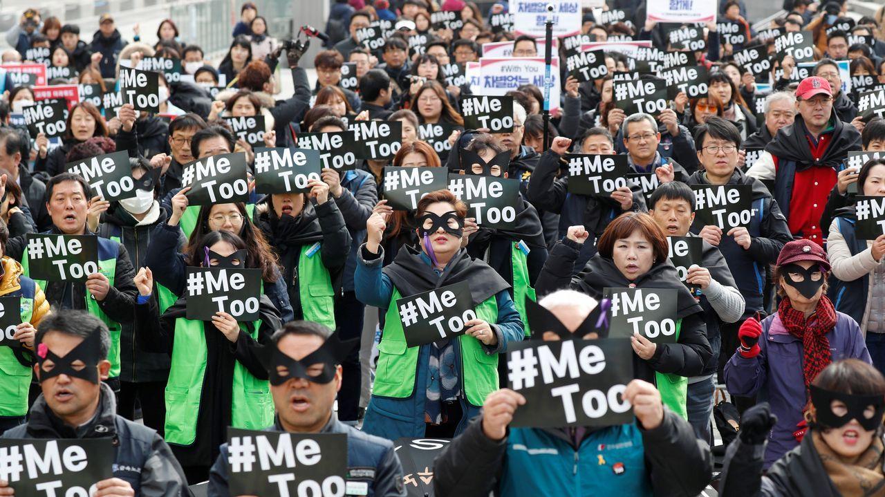 Mujeres coreanas participan en un acto de apoyo al Movimiento Me Too convocado por la Confederación de Sindicatos coincidiendo con el Día Internacional de la Mujer en Seúl, Coreal del Sur
