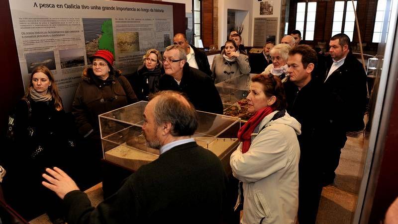 Los visitantes, en el Museo da Pesca, con Alexandre Nerium