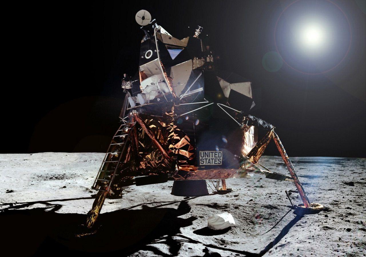 Las imágenes nunca vistas del hombre en la Luna.Playa da Rapadoira (Foz)