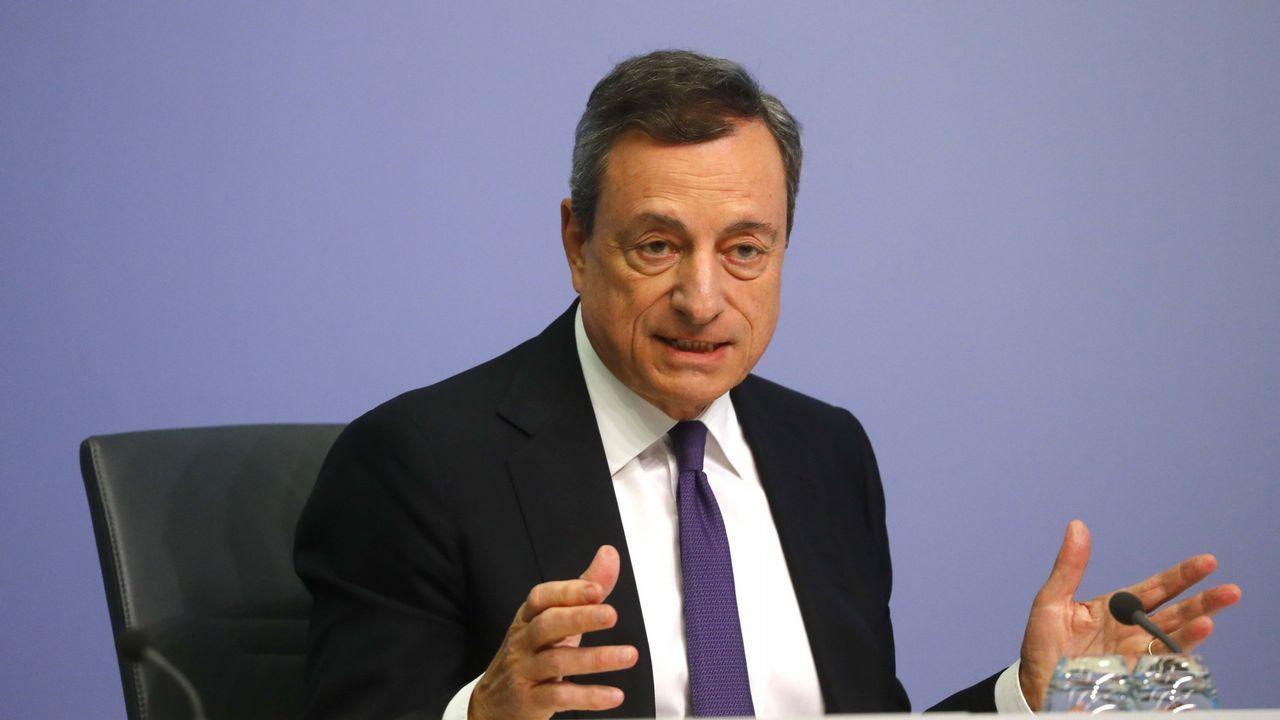 La Comisión Europea aprueba el fin del cambio de hora.El candidato Manfred Weber