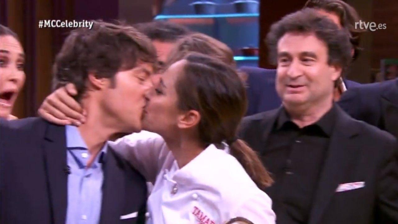 La novia de Jordi Cruz, la sorpresa de «Masterchef Junior».El beso de Tamara Falcó a Jordi Cruz tras ganar MasterChef Celebrity