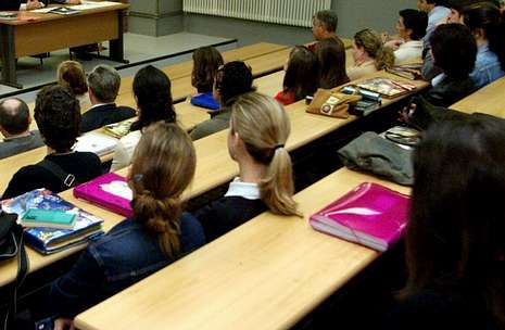 El lunes se abre el plazo de matrícula de los cursos de verano del campus de Pontevedra .
