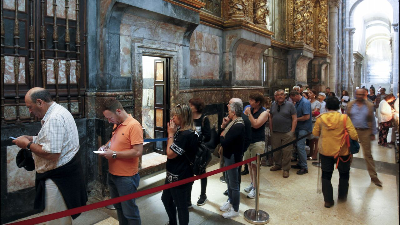 O exemplar santiagués. Volume miniado do «Códice Calixtino» que se conserva na catedral de Santiago, nunha imaxe tomada cando a Unesco incluíu o libro no Rexistro da Memoria do Mundo