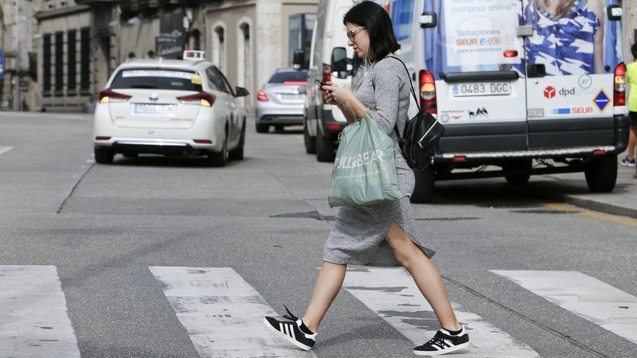 Los operarios de limpieza han quitado los vestidos del camino de Muxa
