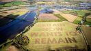 El grupo proeuropeo Led By Donkeys (Dirigidos por burros) creó el mensaje «El Reino Unido ahora quiere permanecer» con un tractor en las tierras de cultivo de Swindon
