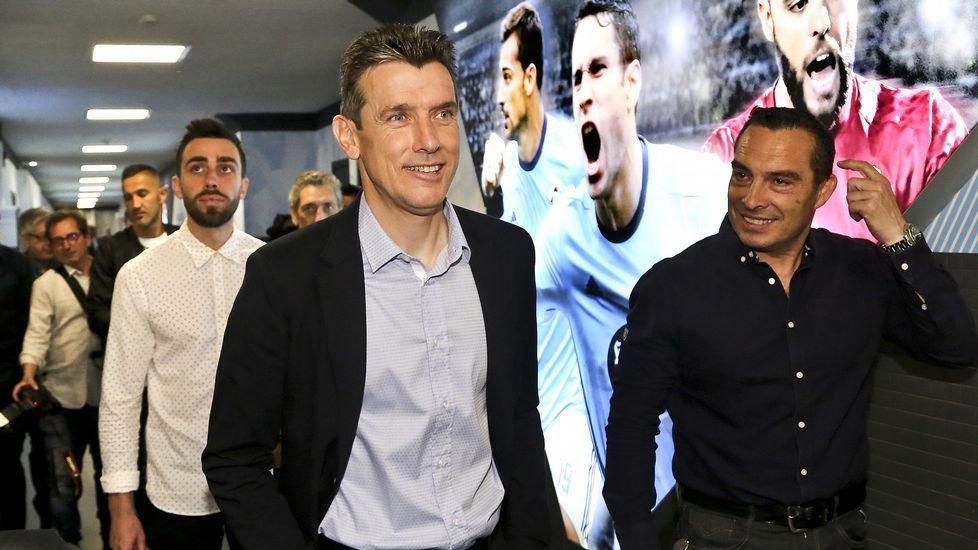 Berizzo llega a Sevilla para tomar las riendas del club nervionense.Lucas Torró protege un balón en el encuentro frente al Lugo