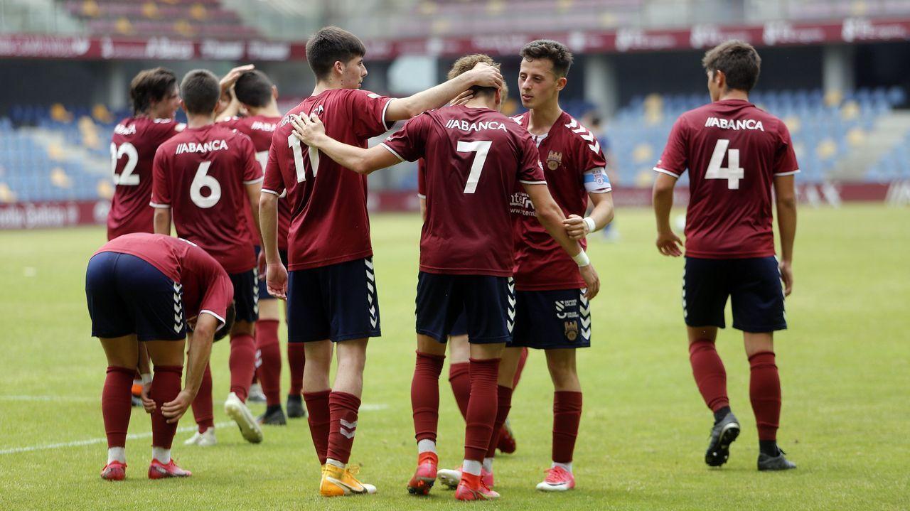 Juveniles del Pontevedra en un partido contra el Alondras