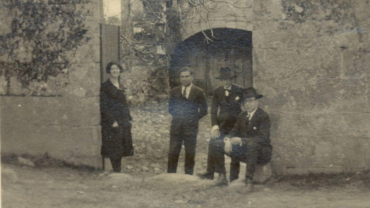 Ben-Cho-Shey, Risco e Otero, no pazo Gaión de Ourense, durante a viaxe que fixeron a Santo André de Teixido en 1927