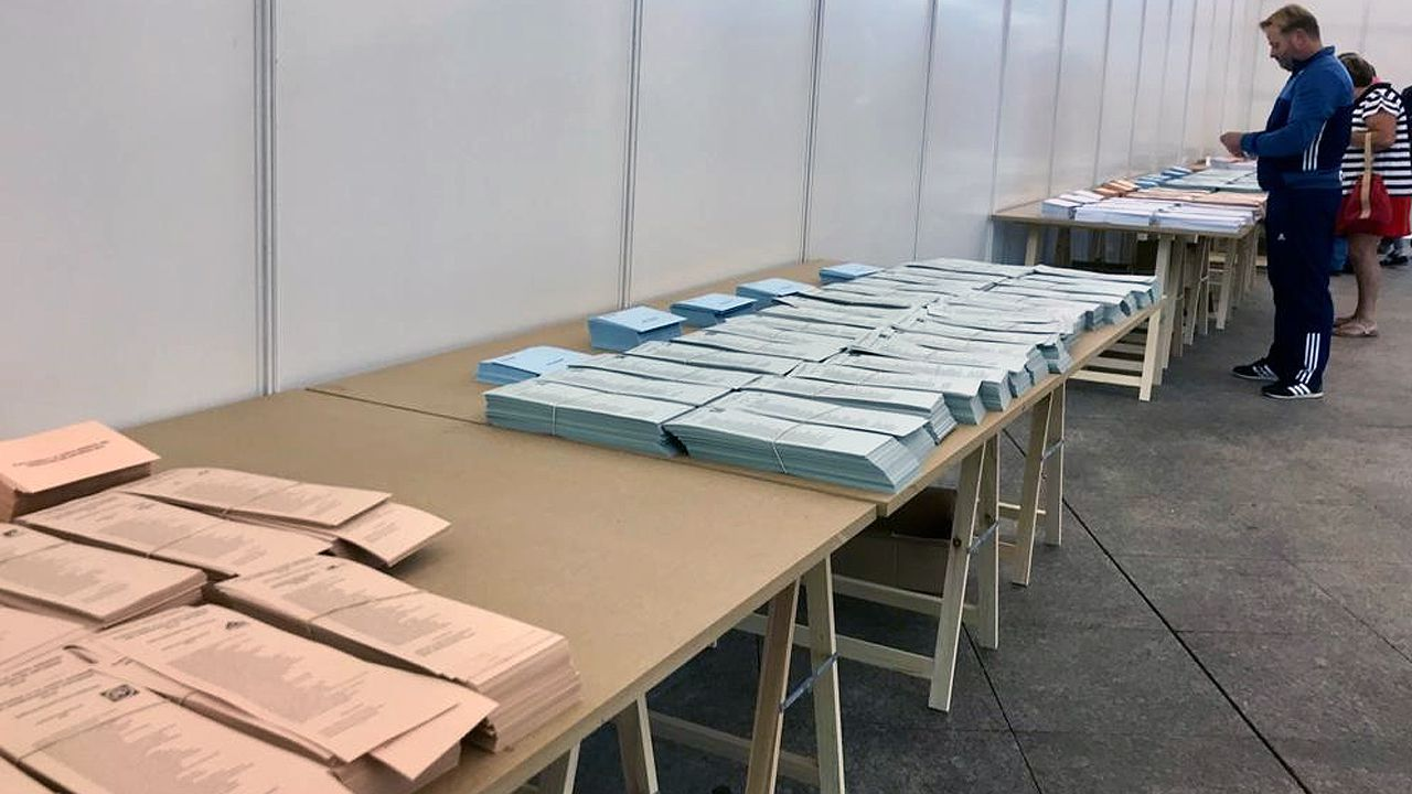 Papeletas en el colegio electoral