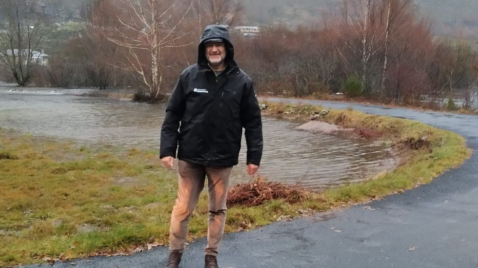 ASÍ HA CASTIGADO EL TEMPORAL A OURENSE.La crecida del río ha dejado incomunicado el pueblo de Pradorramisquedo en Viana do Bolo; el alcalde, Secundino Fernández, trató esta mañana de llegar, sin conseguirlo