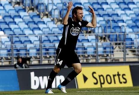 Héctor Font, disconforme con una acción del partido del sábado contra el Castilla.