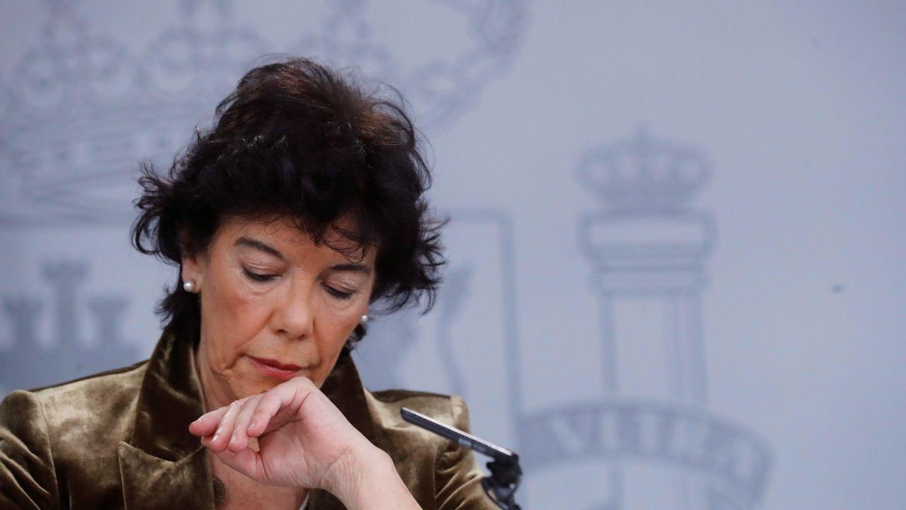 Tropezón de Adriana Lastra y empujones entre Vox y Ciudadanos en la constitución de las Cortes.Isabel Celaá, portavoz del Gobierno en funciones