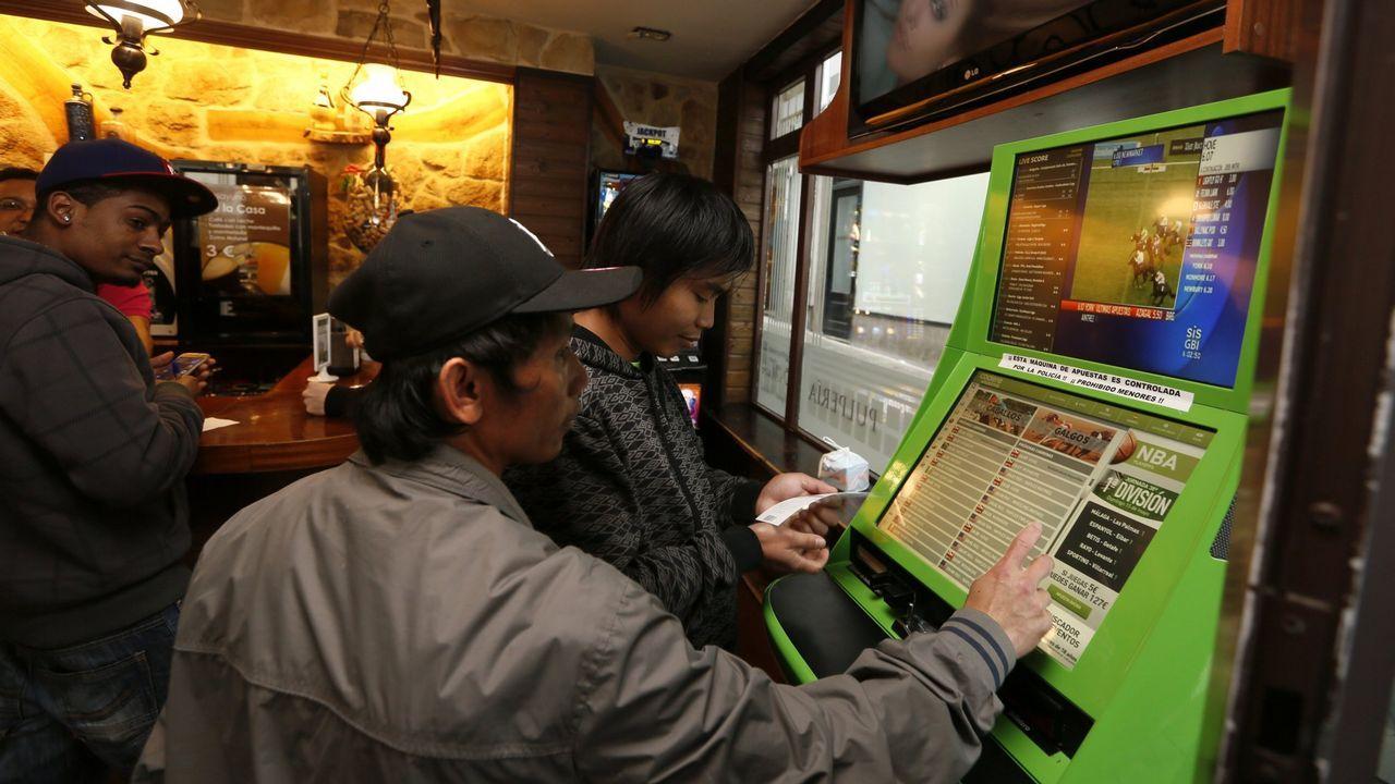 Máquina de apuestas deportivas en una cafetería de Viveiro