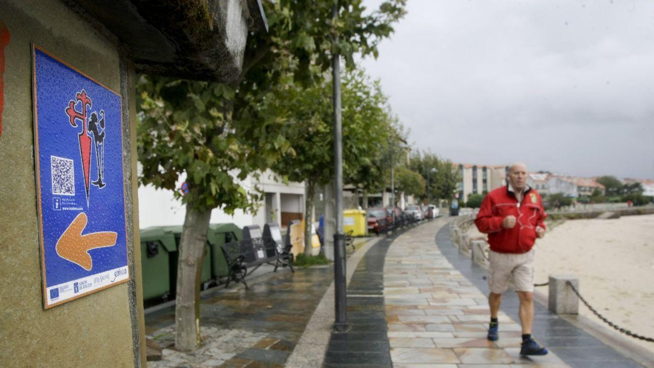 Ambiente en el último día del San Froilán.Moneda de 2 euros dedicada al casco antiguo de Santiago de Compostela