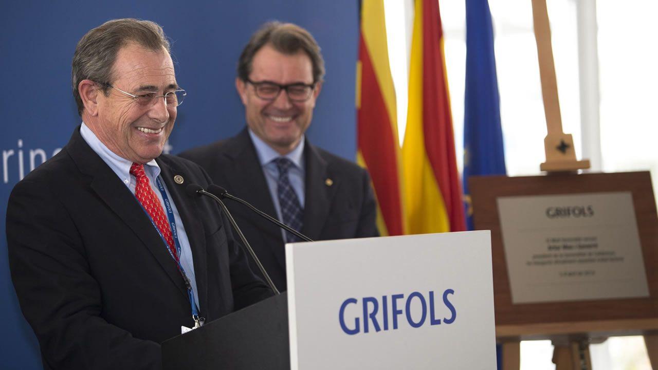 El presidente de Grifols, Víctor Grifols, junto a Artur Mas en una imagen de archivo