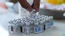 Envases con la vacuna de Pfizer listos para su administración