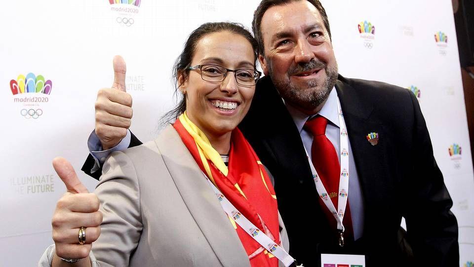 Concierto de campanas en Oviedo.El presidente del Comité Paralímpico Español, Miguel Carballeda (d), y la nadadora Teresa Perales, antes de su ponencia para el COI.