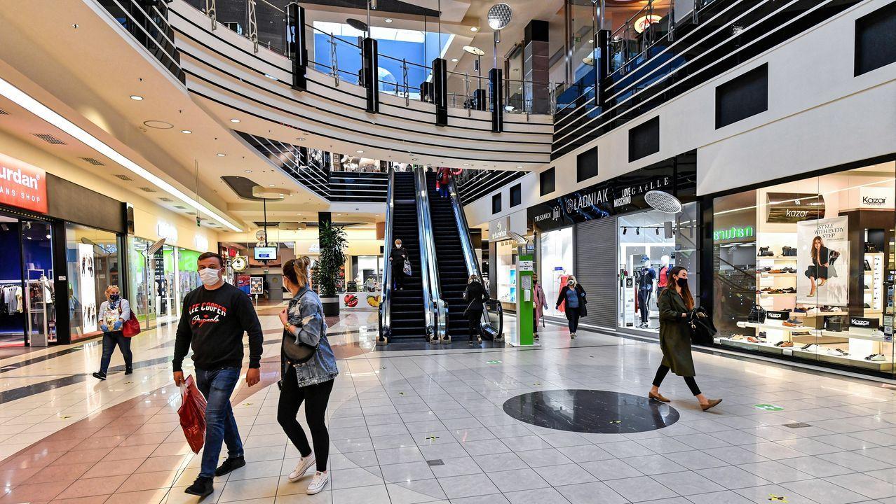 En Polonia los centros comerciales reabrieron en lunes, bajo estrictas normas higiénicas