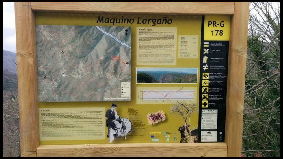 Panel señalizador de la ruta de Maquino Largaño (camino largo, en barallete, la jerga gremial de los paragüeros y afiladores) en Nogueira de Ramuín