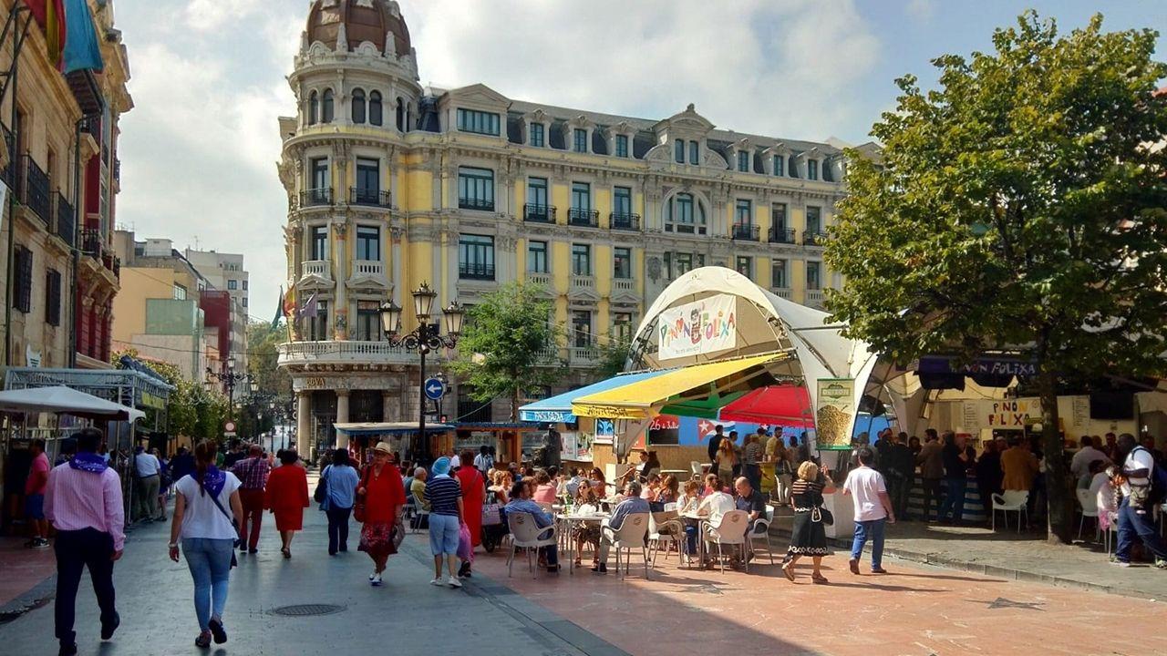 Así quedó Méndez Núñez tras un botellón de récord.Fiestas de San Mateo en Oviedo