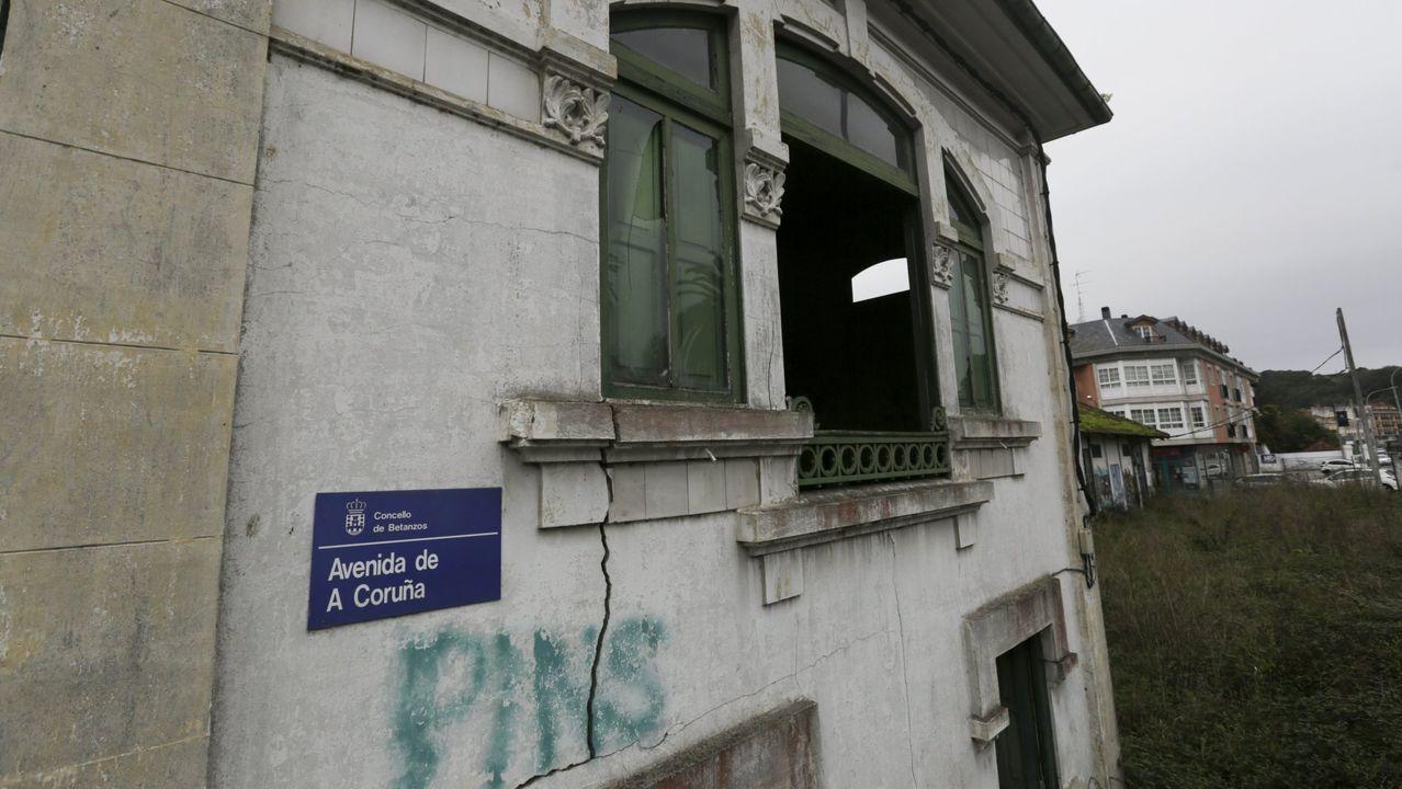 La Fábrica de la Luz lleva años en estado de abandono.Dos ejemplos en barrios tradicionales. En Betanzos y Ferrol Vello se han puesto en marcha casi una veintena de proyectos de recuperación, como estos dos casos, uno ya listo en el primero de los municipios; y uno a punto en el segundo, que será albergue