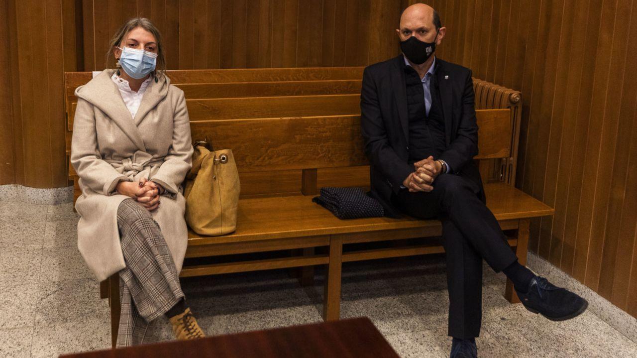 La exalcaldesa de Moraña y Rafael Louzán, durante la vista oral el pasado noviembre