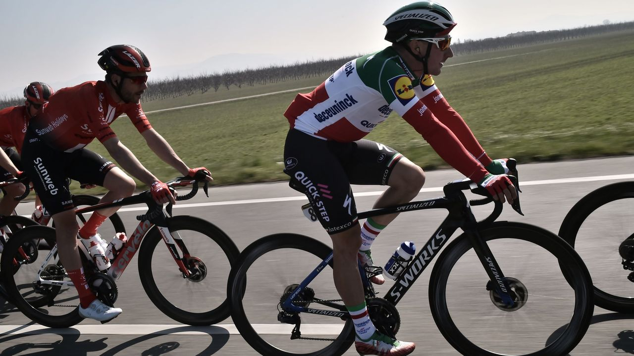 Elia VIviani con el maillot de campeón de Italia durante la temporada pasada, cuando militaba en el equipo Deceuninck