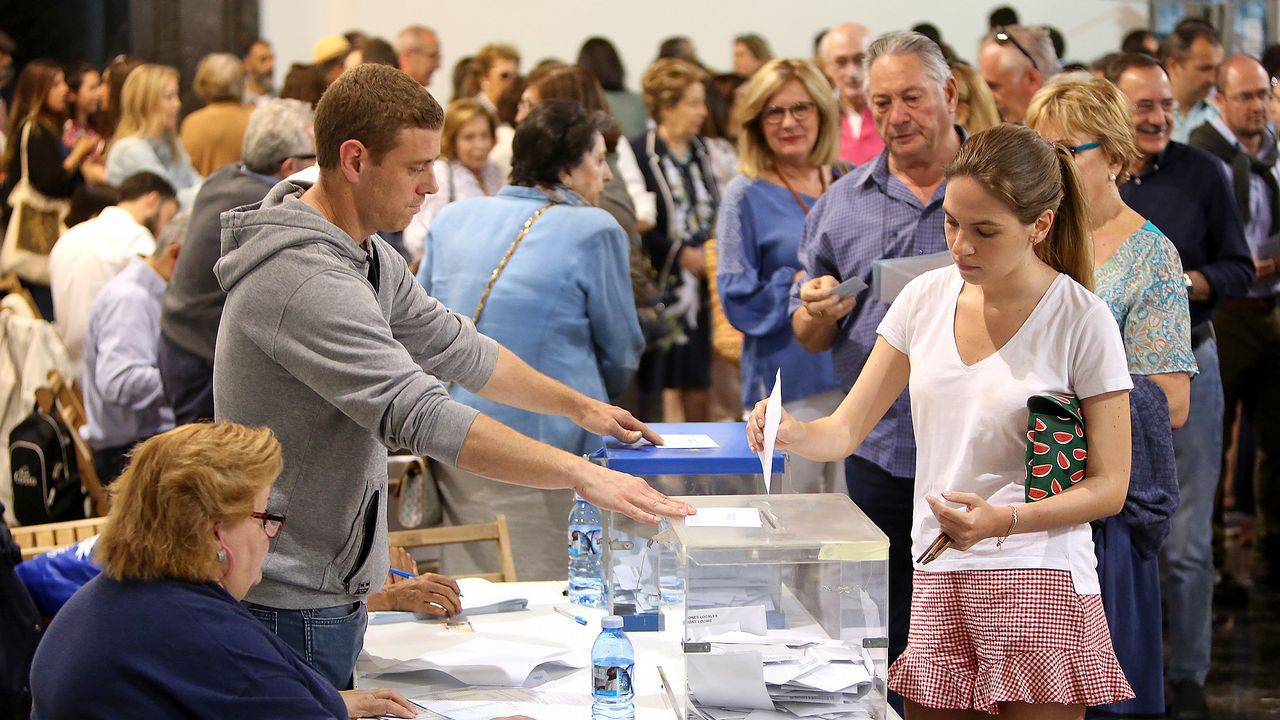 Todas las imágenes de las elecciones del 26M.Feijoo, durante la valoración de los resultados electorales por parte el PPdeG