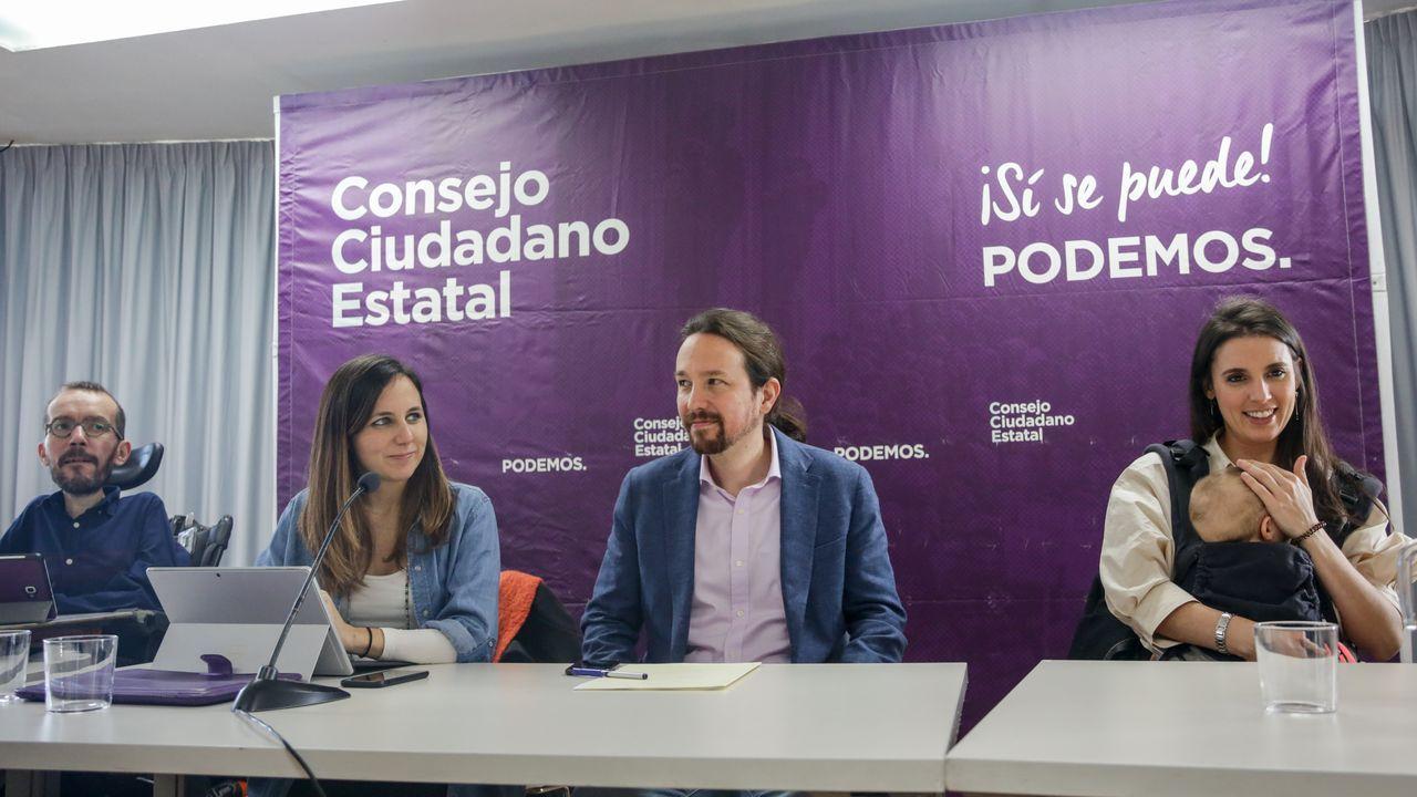 Echenique, Belarra, Iglesias y Montero, con su hijo en brazos, en la reunión en la se conoció que la asamblea ciudadana será en marzo