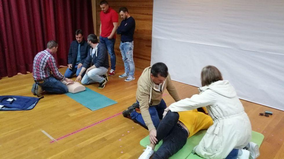 Accidente con una muerta en Cotobade.Voluntarios de Protección Civil en Gijón