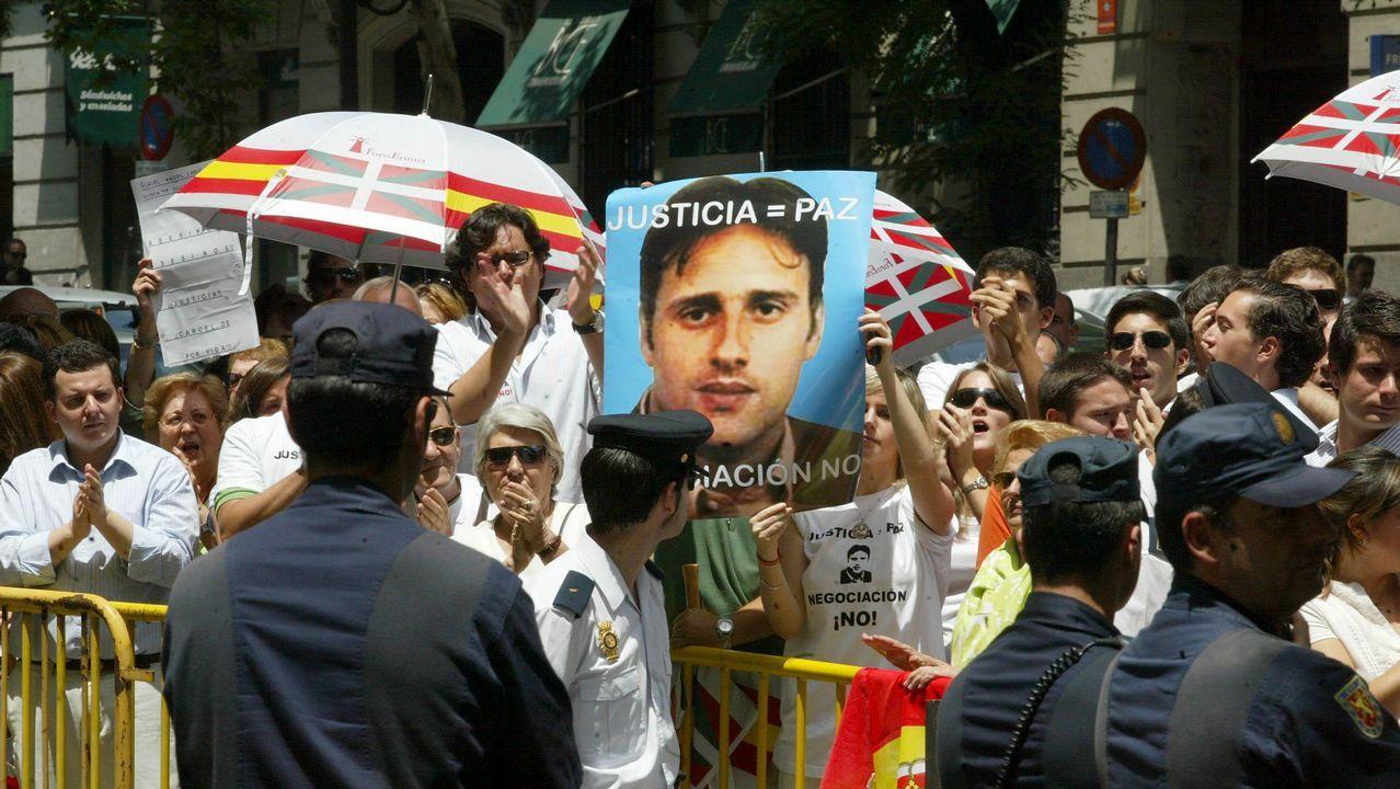 Mayor oreja, junto a Rouco Varela, este viernes en Santiago