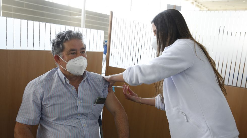 El alcalde de Pontevedra recibió este sábado su primera dosis de la vacuna contra el covid