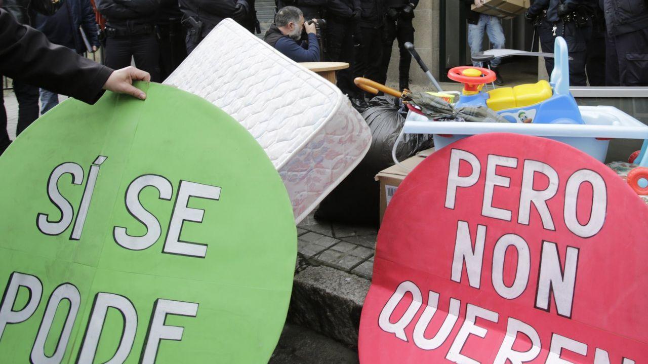 Pancarta contra los desahucios