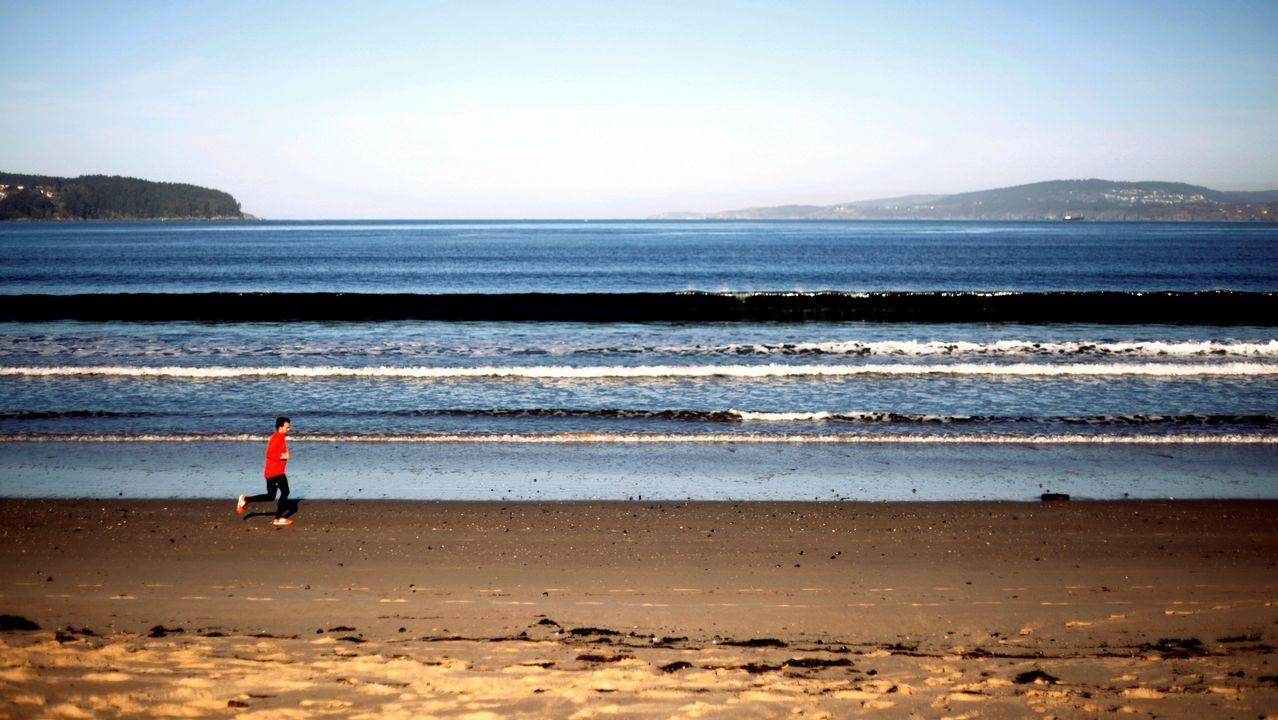 El mar en calma se podía ver ayer en playas como la de Miño