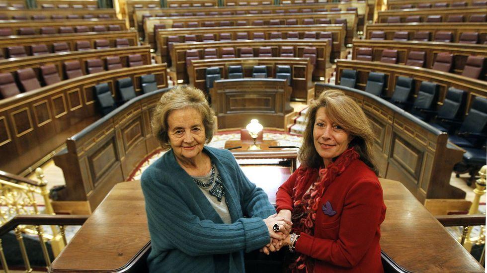 La Voz reunió en 2012 a dos ferrolanas en el Congreso: Nona Inés Vilariño, que fue diputada en las Cortes constituyentes de 1977 por UCD, y a Paloma Rodríguez Vázquez, nueva diputada en el Congreso por A Coruña