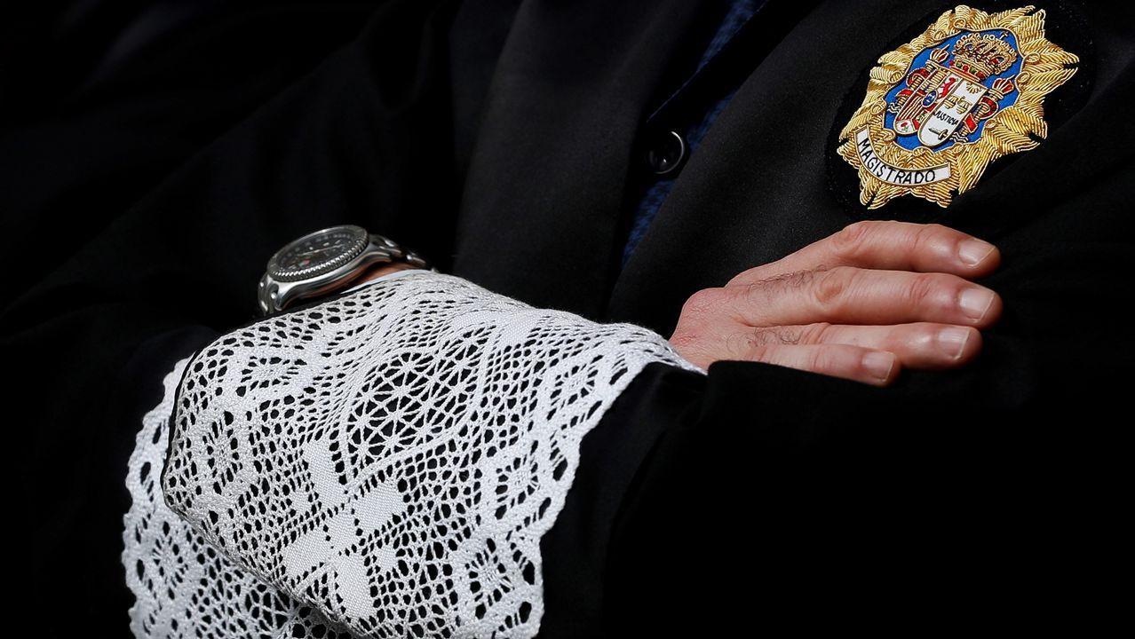 Un magistrado vestido con la tradicional toga
