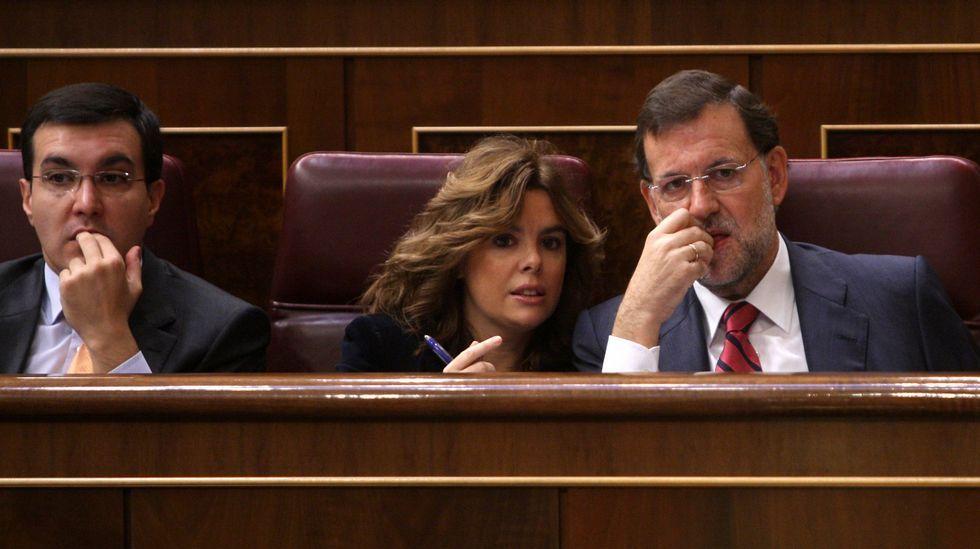 Gritos de fuera y aplausos para recibir en el hemiciclo a los políticos presos.Ayllón, Saenz de Santamaría y Rajoy.