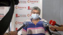 La alcaldesa de Gijón, Ana González, protegida con una mascarilla