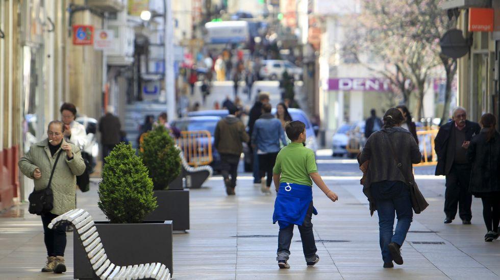 CHUS, LUIS Y ESTHER, EL 6 DE ENERO DE 2007.En Santiago, en esta administración de la rúa Concheiros, han vendido décimos del segundo premio.