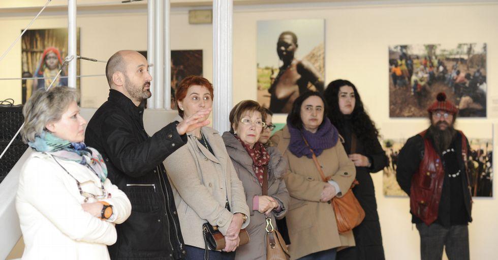 Alfredo González Ruibal realizó una visita guiada por la muestra inaugurada ayer en el Museo.