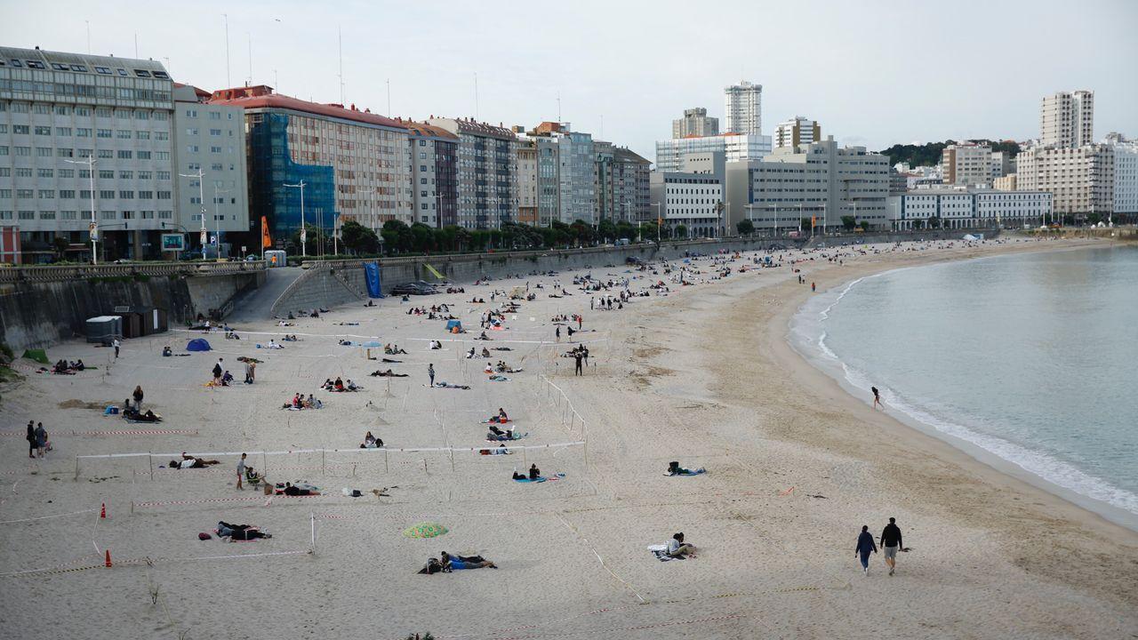 Así cambiaron las playas a lo largo de la noche de San Juan.Recogida de vidrio durante la noche de San Juan