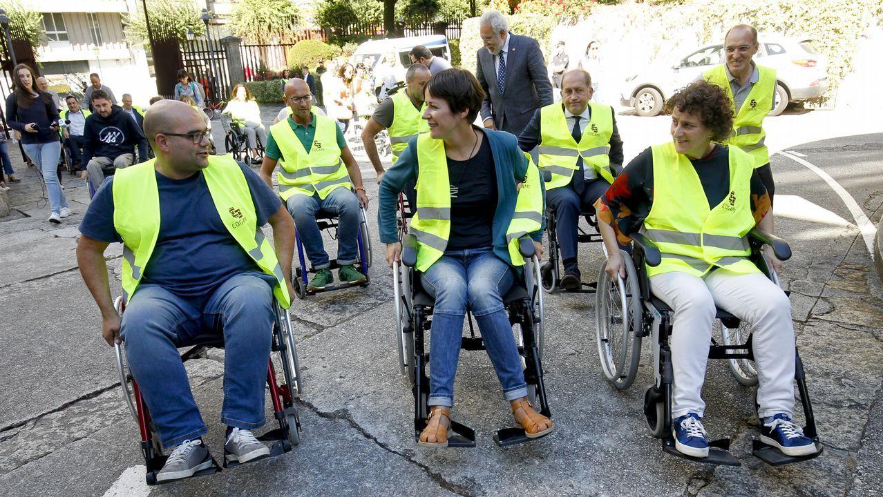 Políticos en silla de ruedas: un baño de realidad en aceras y bordillos