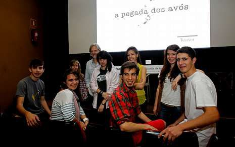Los protagonistas del filme en el instituto Adormideras.